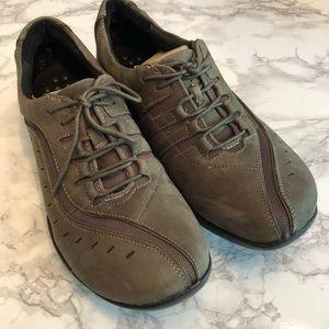 Clarks Wave Wheel Sneaker Olive Nubuck Size 10